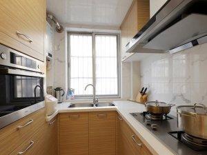 小户型现代风格厨房原木橱柜家装效果图   浅色橱柜图片