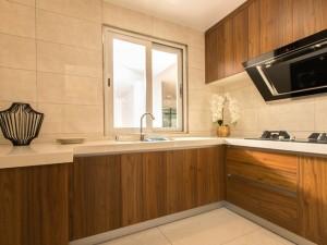 小厨房深棕色实木橱柜装修效果图   多层实木橱柜图片