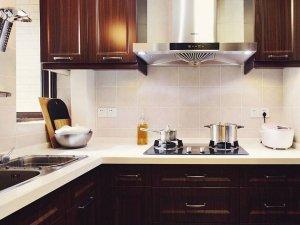 整体定制厨房高档红色实木橱柜装修效果图
