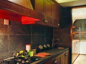 复古风格深棕色实木橱柜装修效果图 一字型橱柜图片