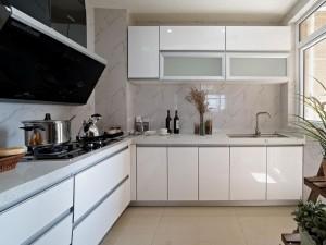 简洁风格白色烤漆橱柜图片 实木烤漆橱柜效果图