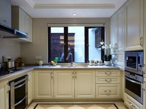 简约风格白色实木橱柜装修效果图  U型橱柜装修效果图