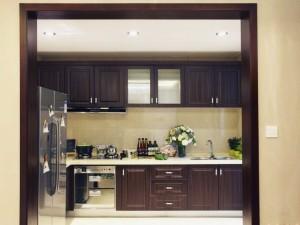 中式风格厨房装修效果图 棕灰色木纹橱柜图片