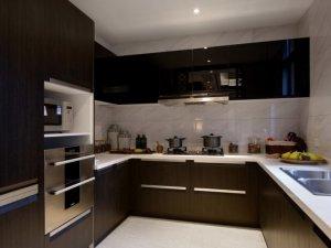 简约黑色厨房装修效果图 定制黑色橱柜图片