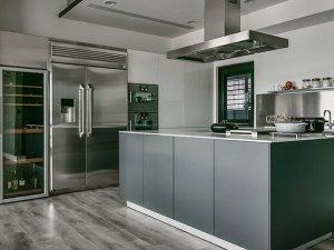 现代风开放式厨房设计效果图 不锈钢岛型橱柜图片