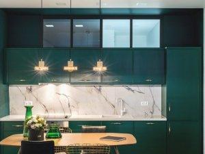 小户型开放式厨房装修效果图 绿色整体定制橱柜图片