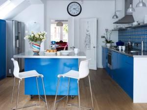 现代小厨房橱柜装修效果图 蓝色整体橱柜图片