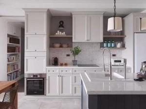 现代美式风格厨房装修效果图 白色整体橱柜图片