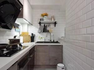 小户型厨房橱柜装修效果图 灰色定制橱柜图片