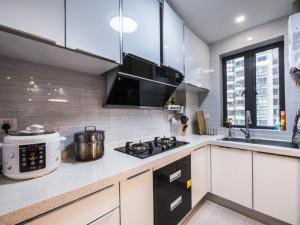 开放式厨房装修效果图 白色烤漆整体橱柜图片