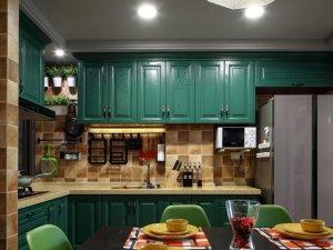 绿色开放式厨房装修效果图 绿色定制橱柜效果图