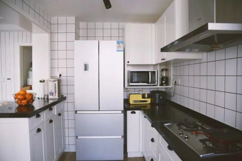 康居格林小面積的戶美菱冰箱價格表型里 大冰箱該擺哪個位置?