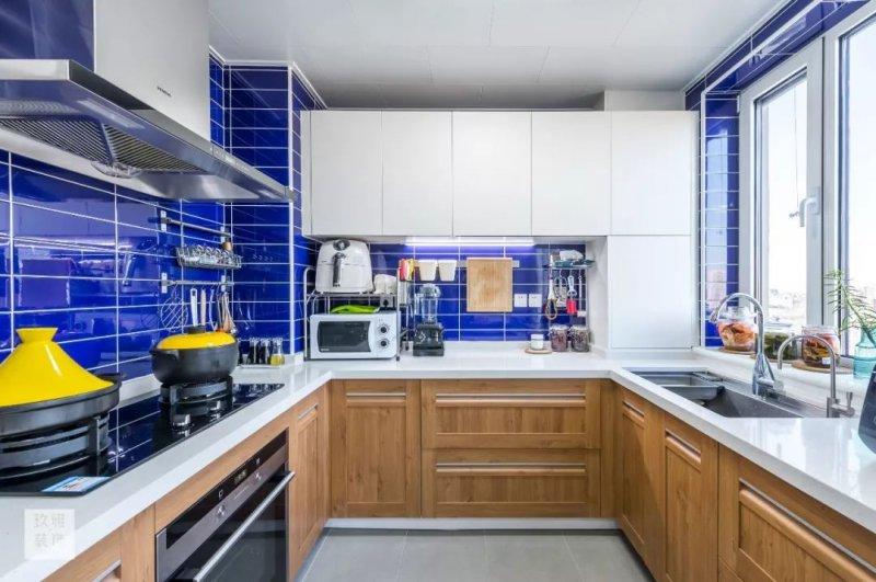 康居格林 滴淚痣的位置櫥柜門顏色選好廚房空間美不少!